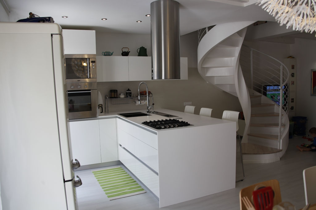 Cucina penisola bianco lucido - Cucina tutta bianca ...