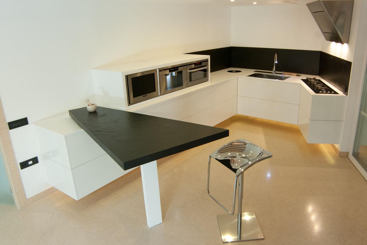 Cucina sospesa bianco lucido - Cucina bianco lucido ...