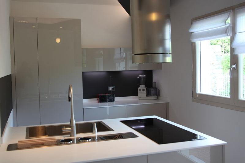 Cucina penisola tortora lucido falegnameria gasperi - Colore muri cucina ...