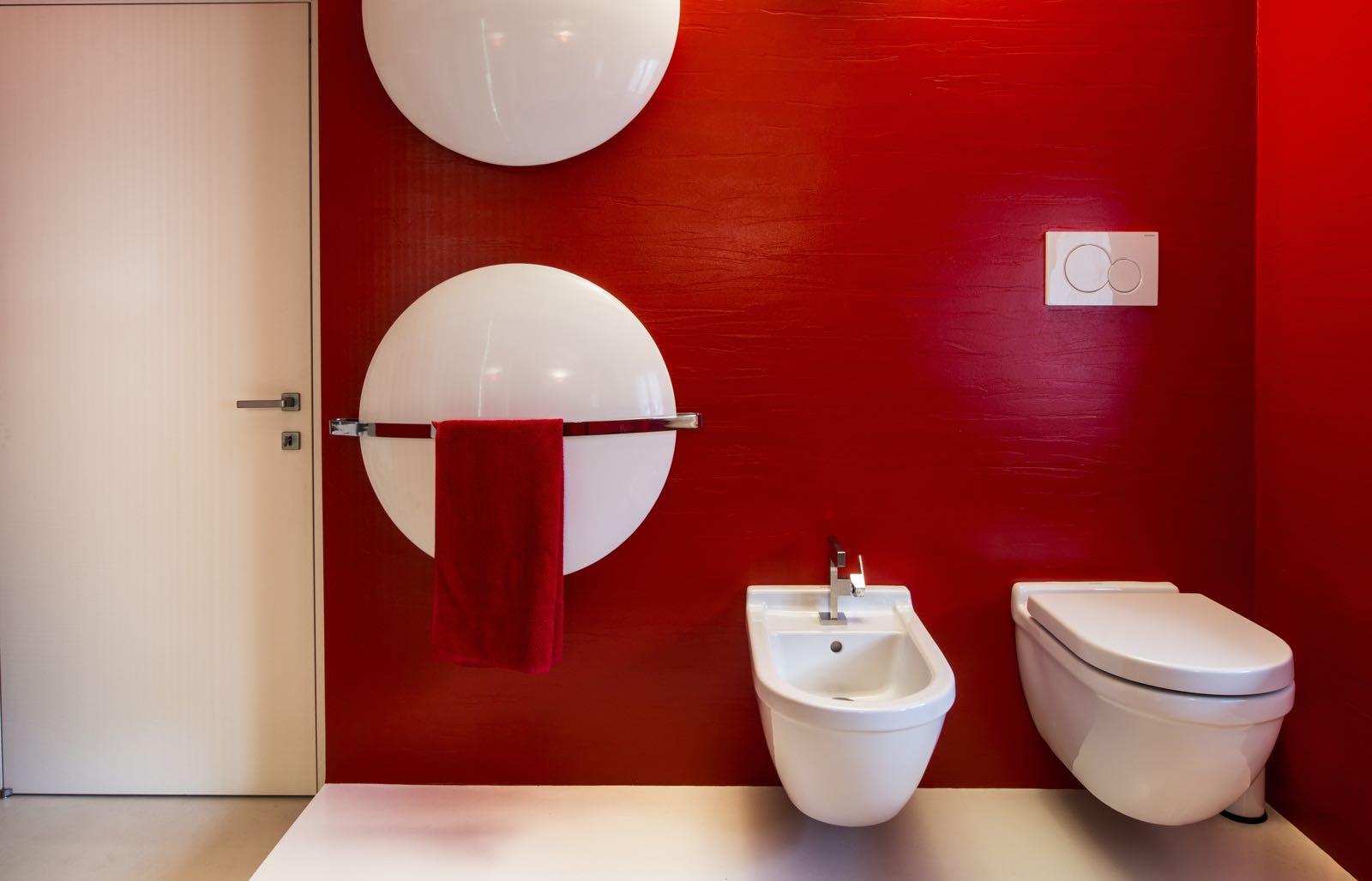 Bagni moderni luminosi e colorati | Falegnameria Gasperi