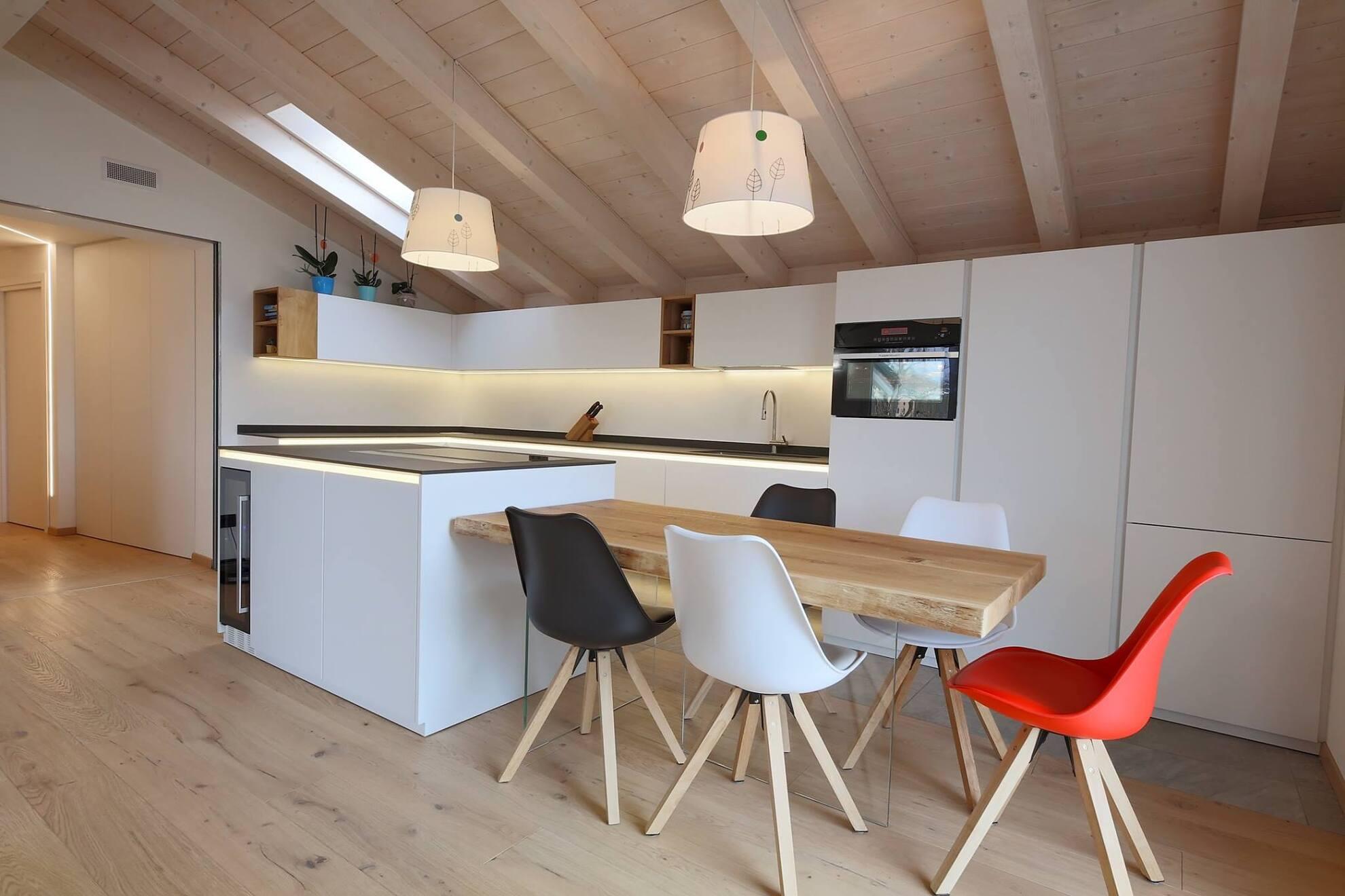 Cucina Baselga di Pinè tavolo e isola